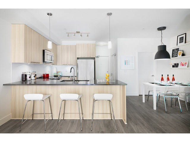 "Photo 4: Photos: 302 15628 104TH Avenue in Surrey: Guildford Condo for sale in ""CHROMA"" (North Surrey)  : MLS®# F1448440"