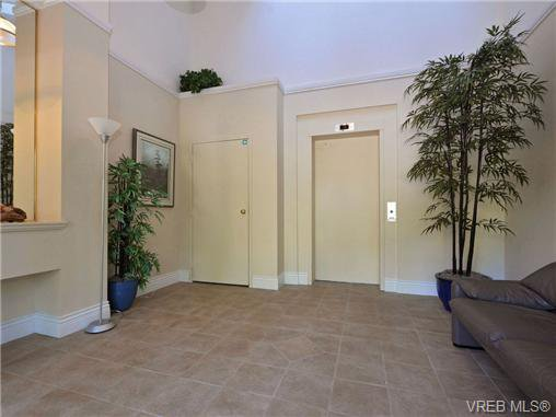 Photo 3: Photos: 1 4771 Cordova Bay Rd in VICTORIA: SE Cordova Bay Row/Townhouse for sale (Saanich East)  : MLS®# 710502
