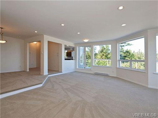 Photo 9: Photos: 1 4771 Cordova Bay Rd in VICTORIA: SE Cordova Bay Row/Townhouse for sale (Saanich East)  : MLS®# 710502