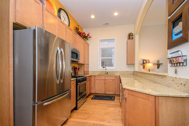 Photo 6: Photos: 2851 Shakespeare Avenue Unit 3 in CHICAGO: CHI - Logan Square Condo, Co-op, Townhome for sale ()  : MLS®# MRD09090303