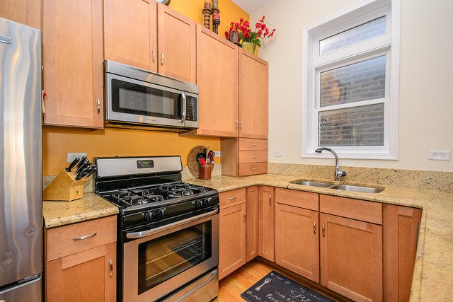 Photo 7: Photos: 2851 Shakespeare Avenue Unit 3 in CHICAGO: CHI - Logan Square Condo, Co-op, Townhome for sale ()  : MLS®# MRD09090303