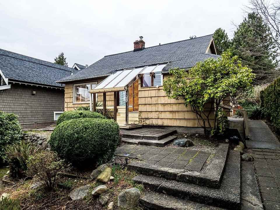 Main Photo: 438 E 18TH Street in North Vancouver: Central Lonsdale House for sale : MLS®# R2032824