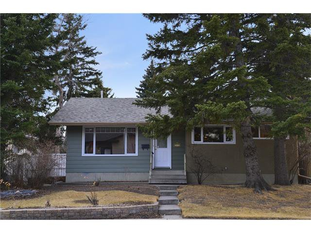Main Photo: 3235 BEARSPAW Drive NW in Calgary: Brentwood House for sale : MLS®# C4053650