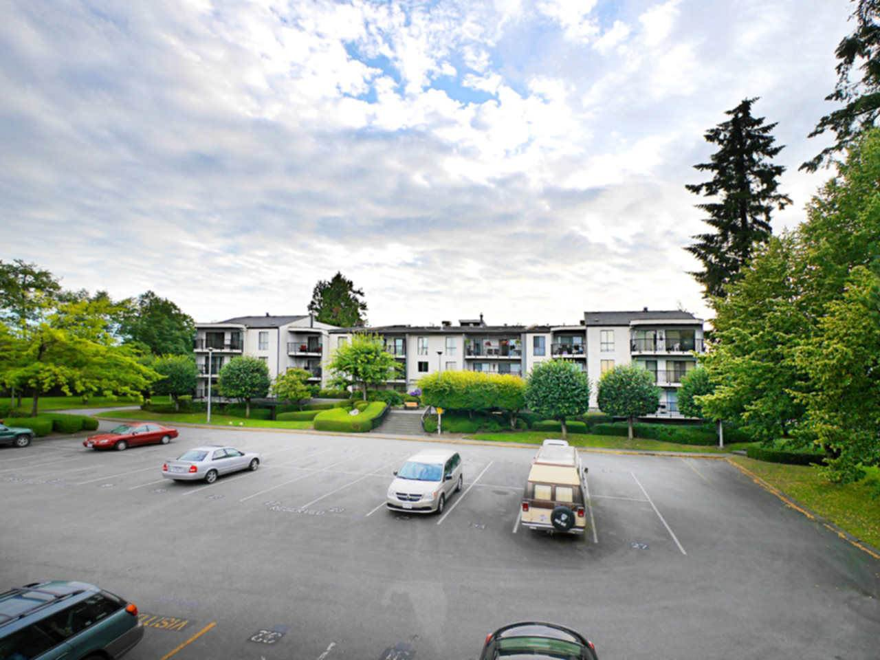 "Main Photo: 302 9952 149 Street in Surrey: Guildford Condo for sale in ""TALL TIMBERS"" (North Surrey)  : MLS®# R2091584"
