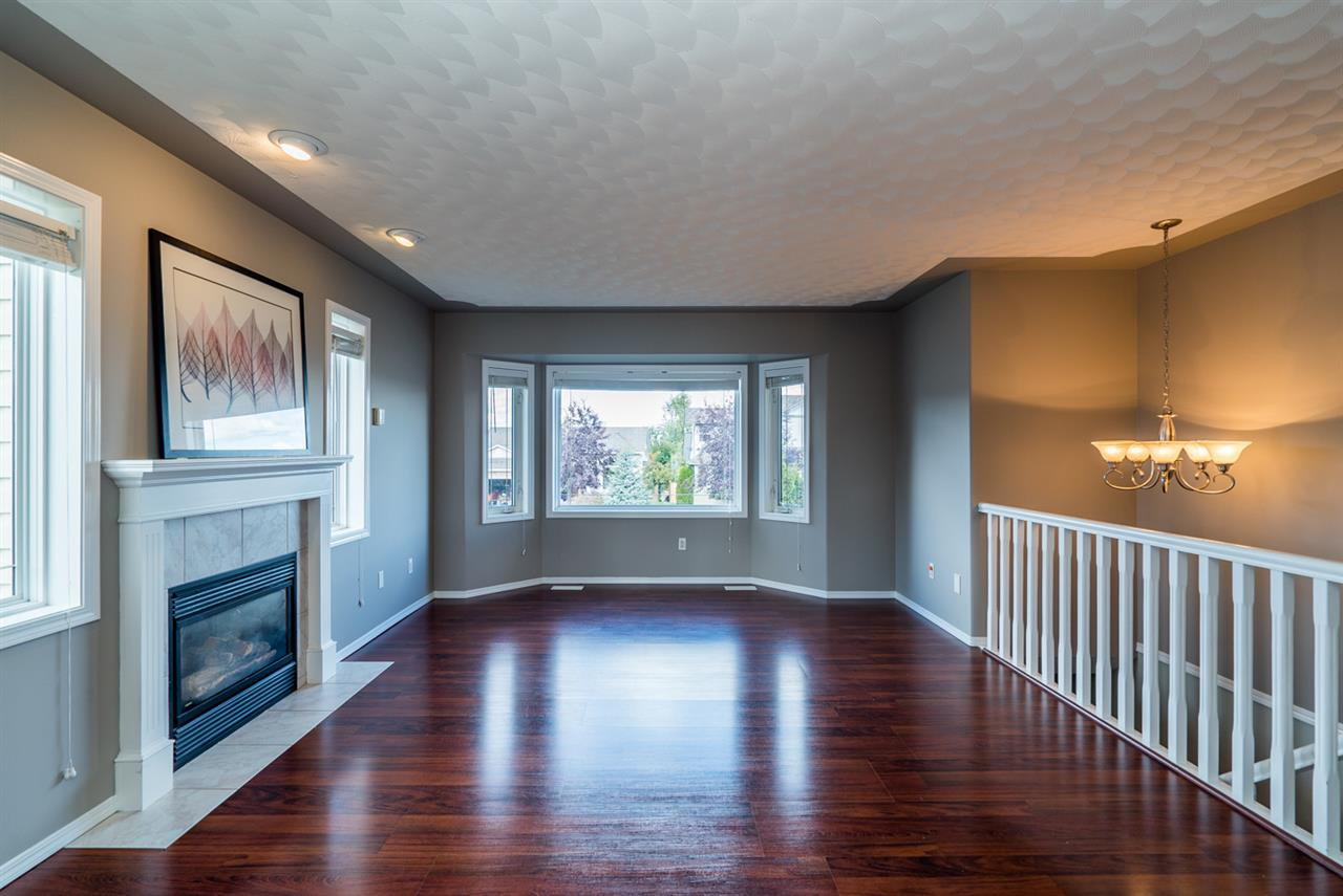 """Photo 4: Photos: 6702 WESTMOUNT Crescent in Prince George: Lafreniere House for sale in """"WESTGATE"""" (PG City South (Zone 74))  : MLS®# R2112583"""