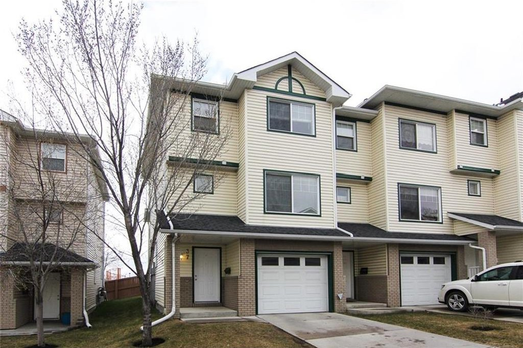 Main Photo: 37 DOVER Mews SE in Calgary: Dover House for sale : MLS®# C4113156