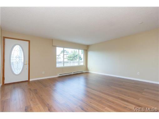 Main Photo: 304 642 ADMIRALS Road in VICTORIA: Es Esquimalt Residential for sale (Esquimalt)  : MLS®# 368306