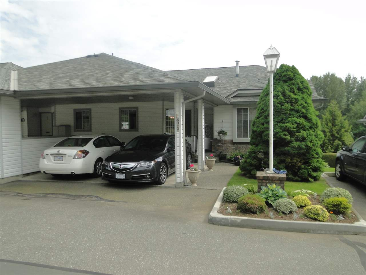 """Main Photo: 35 3351 HORN Street in Abbotsford: Central Abbotsford Townhouse for sale in """"EVANSBROOK ESTATES"""" : MLS®# R2271364"""