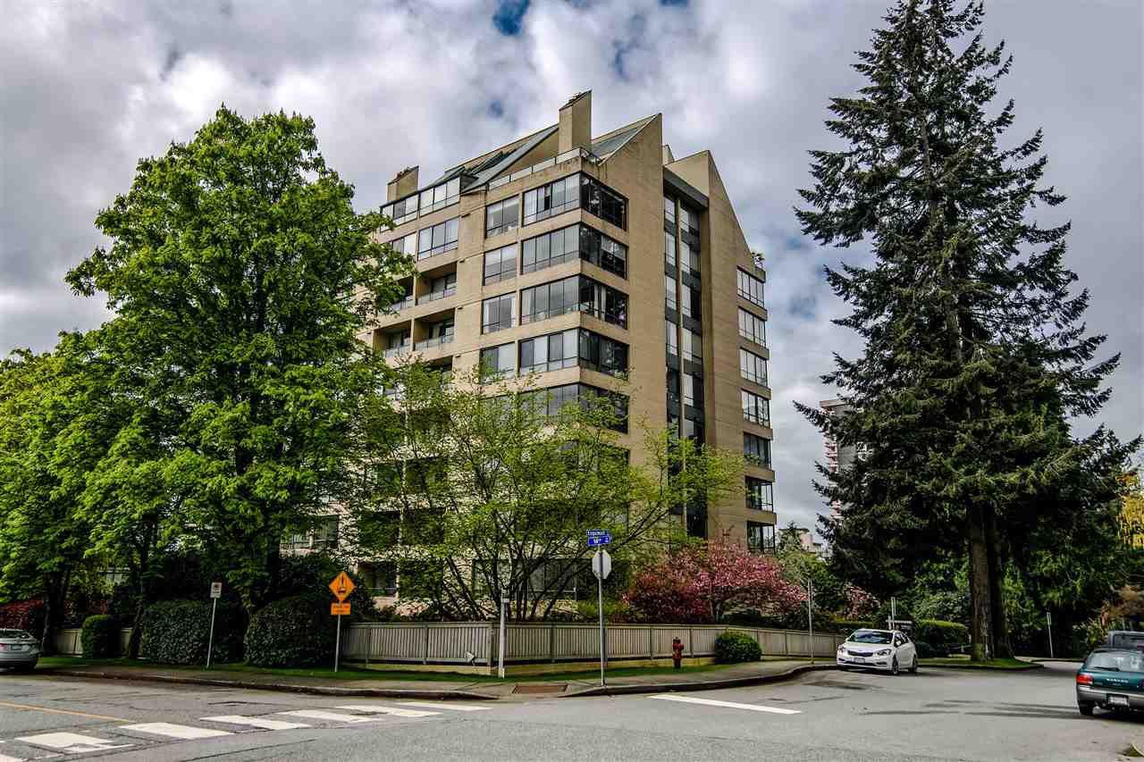 Main Photo: 301 1412 ESQUIMALT Avenue in West Vancouver: Ambleside Condo for sale : MLS®# R2362140