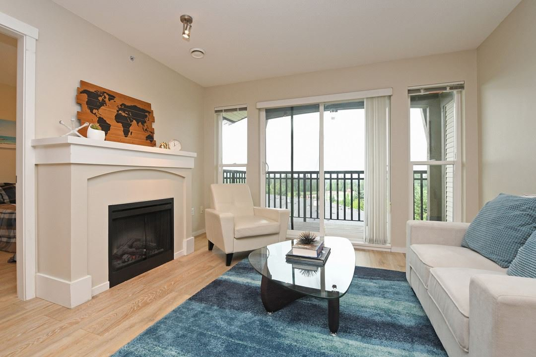 """Main Photo: 401 3082 DAYANEE SPRINGS Boulevard in Coquitlam: Westwood Plateau Condo for sale in """"THE LANTERNS"""" : MLS®# R2376172"""