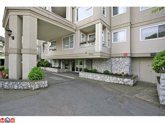 """Main Photo: 311 20120 56TH Avenue in Langley: Langley City Condo for sale in """"Blackberry Lane I"""" : MLS®# F1117783"""