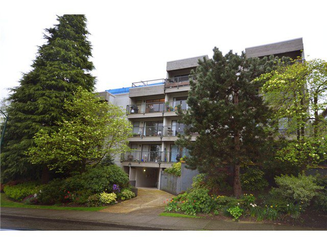 Main Photo: 101 2120 W 2ND Avenue in Vancouver: Kitsilano Condo for sale (Vancouver West)  : MLS®# V972533