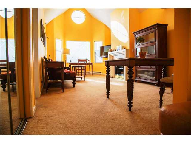 """Main Photo: 307 5375 VICTORY Street in Burnaby: Metrotown Condo for sale in """"THE COURTYARD"""" (Burnaby South)  : MLS®# V1048013"""