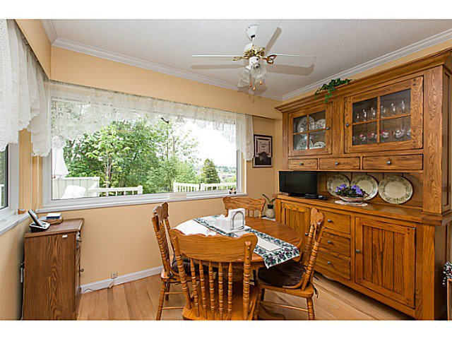 "Photo 8: Photos: 86 MOTT Crescent in New Westminster: The Heights NW House for sale in ""MASSEY HEIGHTS"" : MLS®# V1130149"
