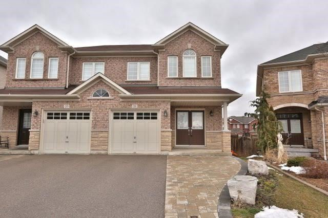Main Photo: 211 Worthview Drive in Vaughan: West Woodbridge House (2-Storey) for sale : MLS®# N3459890