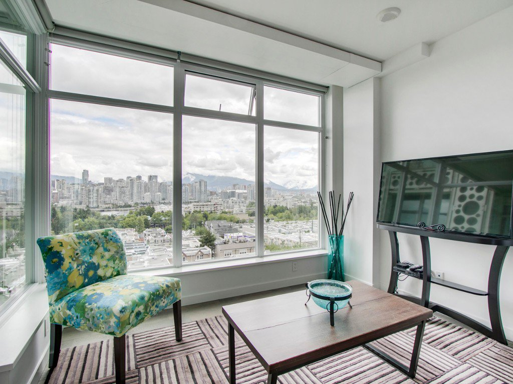 "Main Photo: 905 728 W 8TH Avenue in Vancouver: Fairview VW Condo for sale in ""700 WEST8TH"" (Vancouver West)  : MLS®# R2082142"