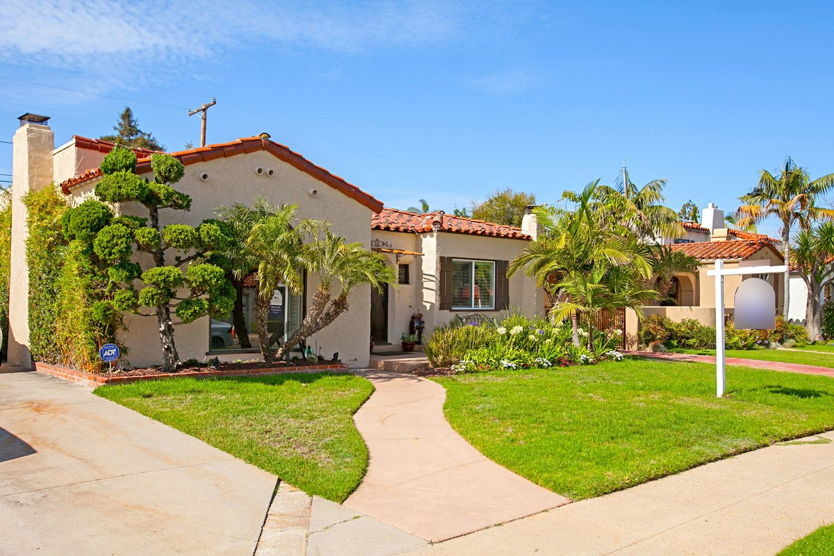 Main Photo: KENSINGTON House for sale : 3 bedrooms : 4371 N Talmadge Drive in San Diego