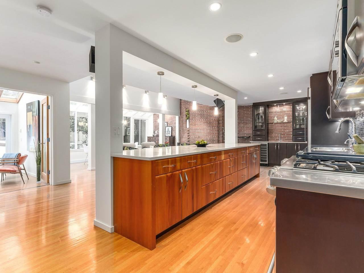 Photo 2: Photos: 3708 EDGEMONT Boulevard in North Vancouver: Edgemont House Fourplex for sale : MLS®# R2138514