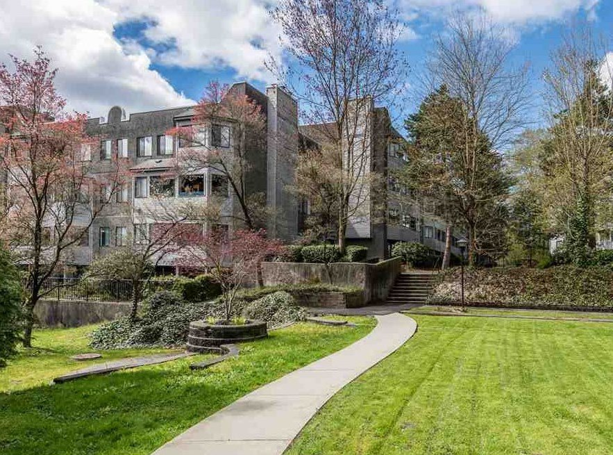 """Main Photo: 314 9880 MANCHESTER Drive in Burnaby: Cariboo Condo for sale in """"BROOKSIDE CRT"""" (Burnaby North)  : MLS®# R2159921"""