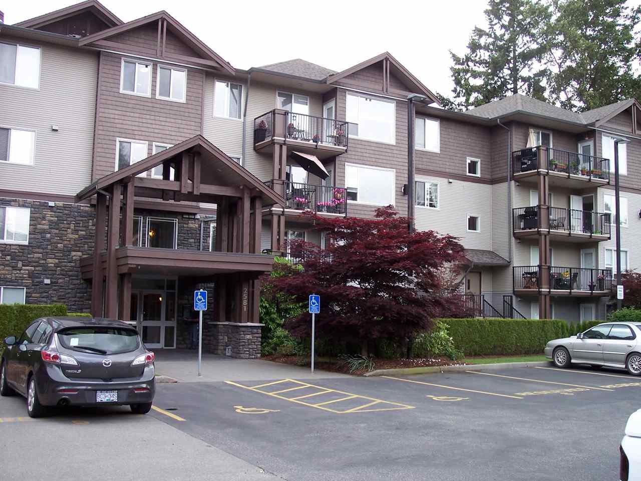"""Main Photo: 407 2581 LANGDON Street in Abbotsford: Abbotsford West Condo for sale in """"COBBLESTONE"""" : MLS®# R2173137"""