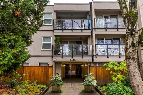 Main Photo: 212 1440 E Broadway Avenue in Vancouver: Grandview VE Condo  (Vancouver East)  : MLS®# R2229641