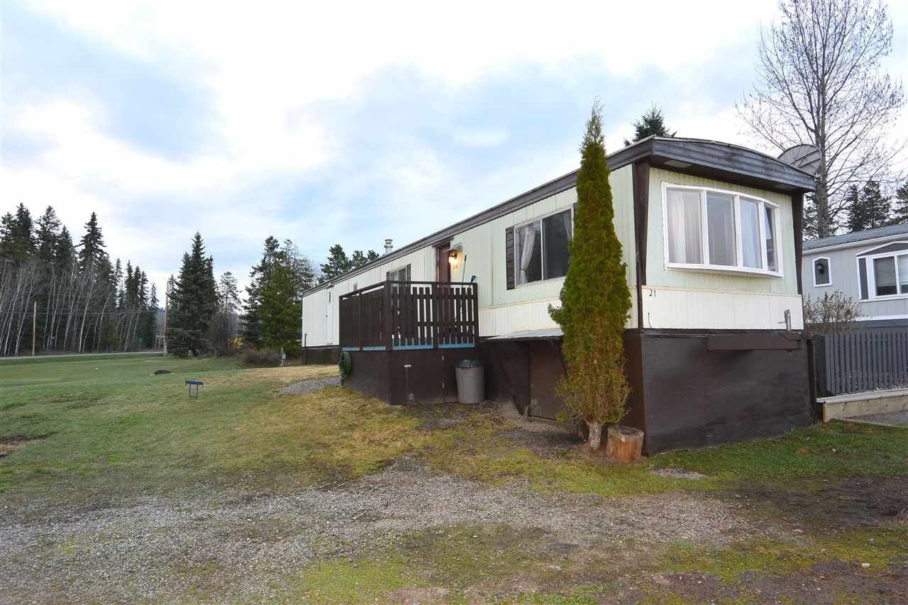 """Main Photo: 21 95 LAIDLAW Road in Smithers: Smithers - Rural Manufactured Home for sale in """"MOUNTAIN VIEW MOBILE HOME PARK"""" (Smithers And Area (Zone 54))  : MLS®# R2256996"""
