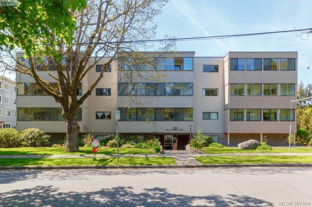 Main Photo: 101 2610 Graham Street in VICTORIA: Vi Hillside Condo Apartment for sale (Victoria)  : MLS®# 397454