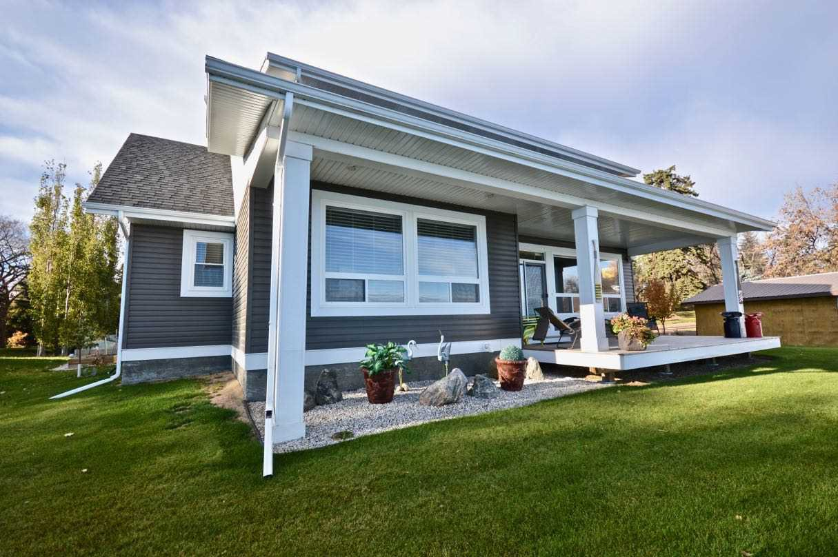Main Photo: 17 Castle Island Road: Rural Lac Ste. Anne County House for sale : MLS®# E4152253