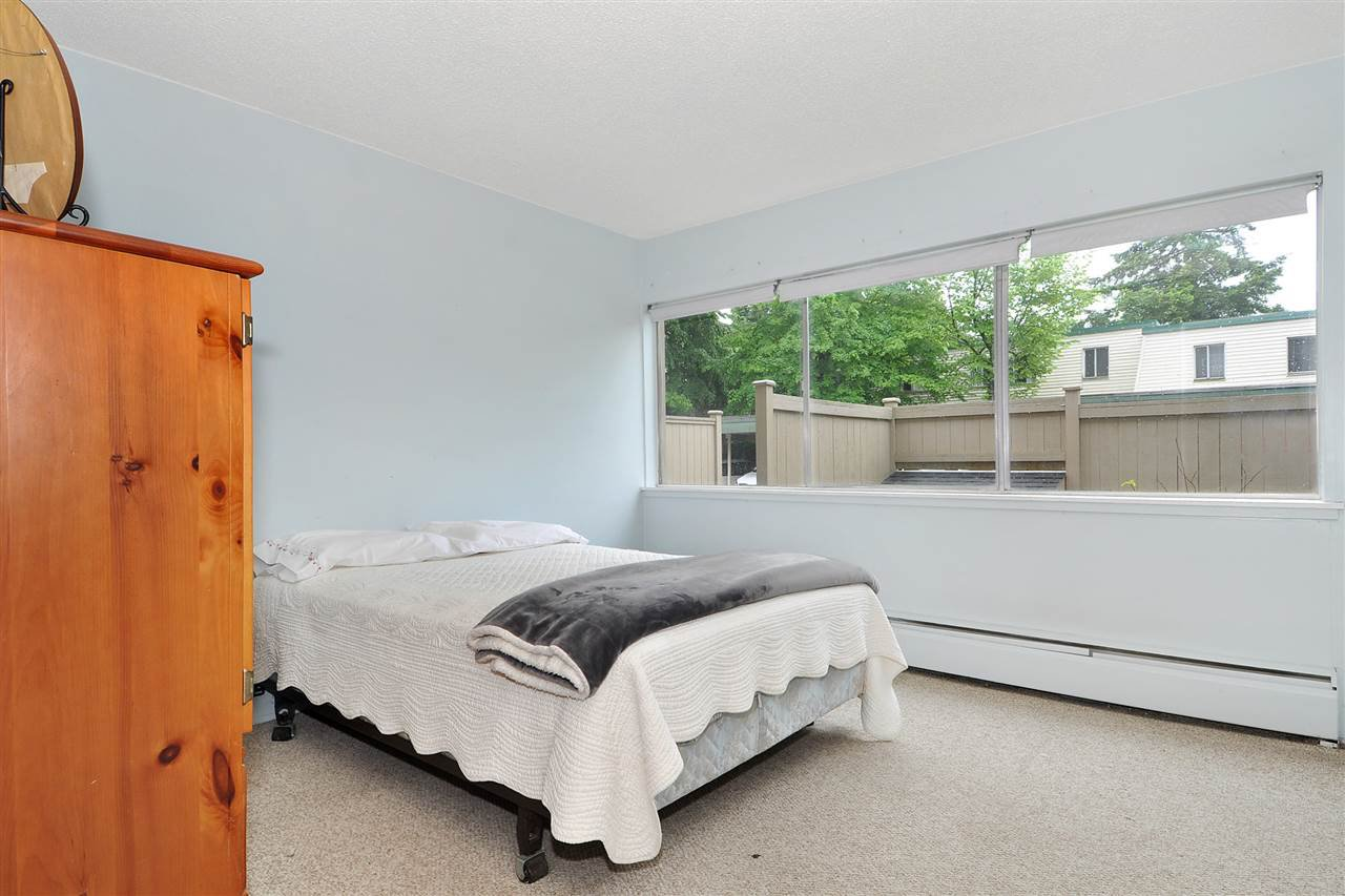 "Photo 13: Photos: 720 WESTVIEW Crescent in North Vancouver: Central Lonsdale Condo for sale in ""Cypress Gardens"" : MLS®# R2370300"