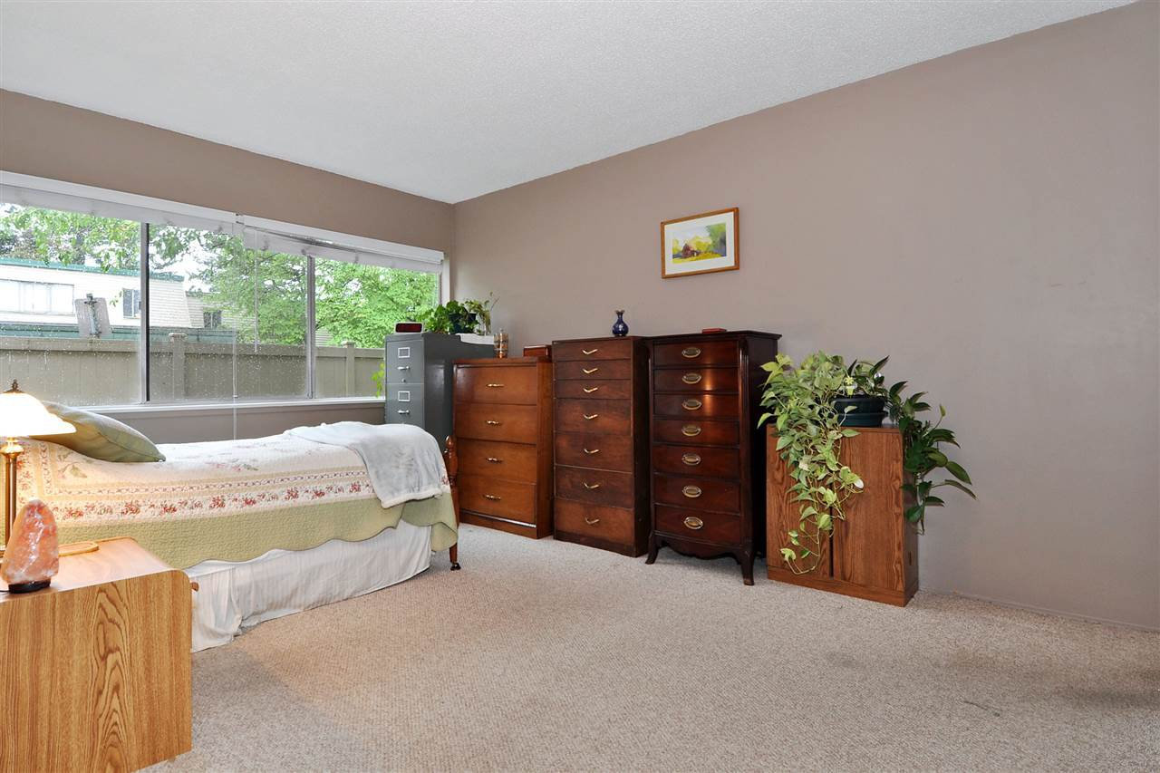 "Photo 11: Photos: 720 WESTVIEW Crescent in North Vancouver: Central Lonsdale Condo for sale in ""Cypress Gardens"" : MLS®# R2370300"
