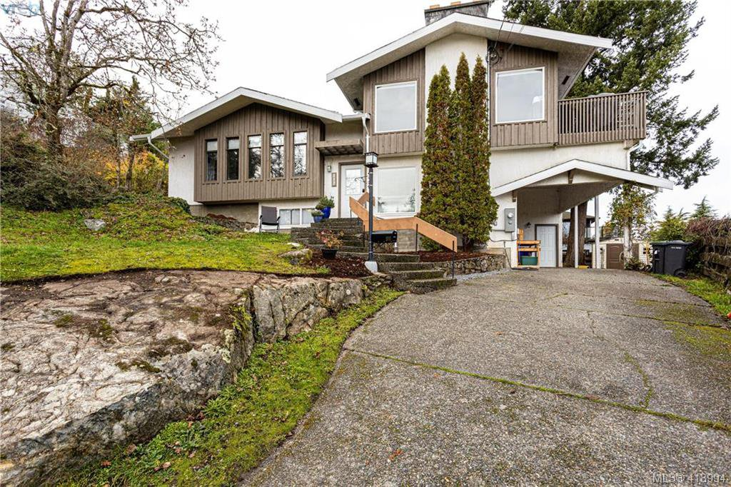 Main Photo: 916 W Garthland Pl in VICTORIA: Es Esquimalt House for sale (Esquimalt)  : MLS®# 829302