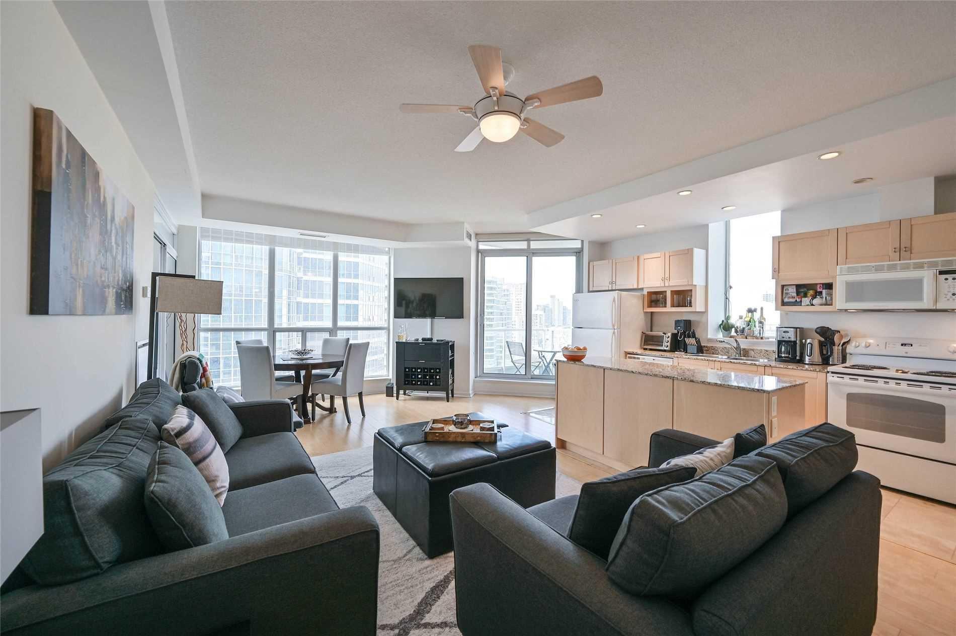 Main Photo: 2012 8 York Street in Toronto: Waterfront Communities C1 Condo for lease (Toronto C01)  : MLS®# C4811726