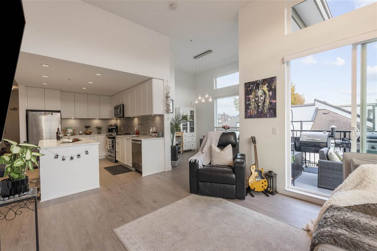 """Main Photo: 402 2382 ATKINS Avenue in Port Coquitlam: Central Pt Coquitlam Condo for sale in """"PARC EAST"""" : MLS®# R2514669"""