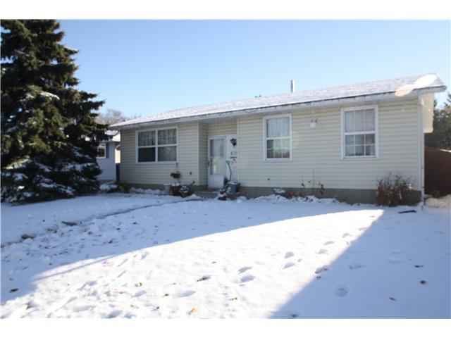Main Photo: 6719 22 Avenue NE in CALGARY: Pineridge Residential Detached Single Family for sale (Calgary)  : MLS®# C3591230