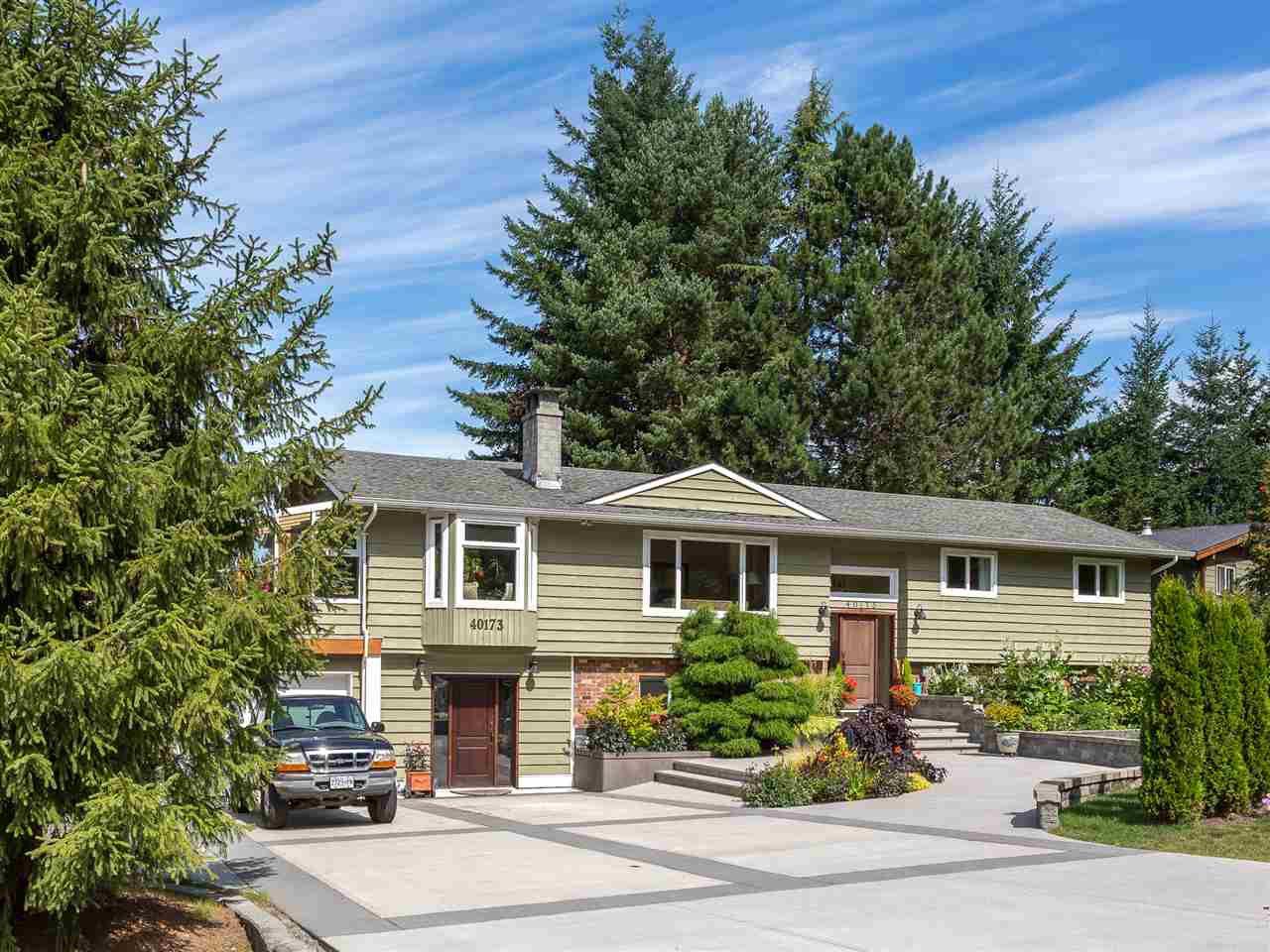 Main Photo: 40173 KINTYRE Drive in Squamish: Garibaldi Highlands House for sale : MLS®# R2098242