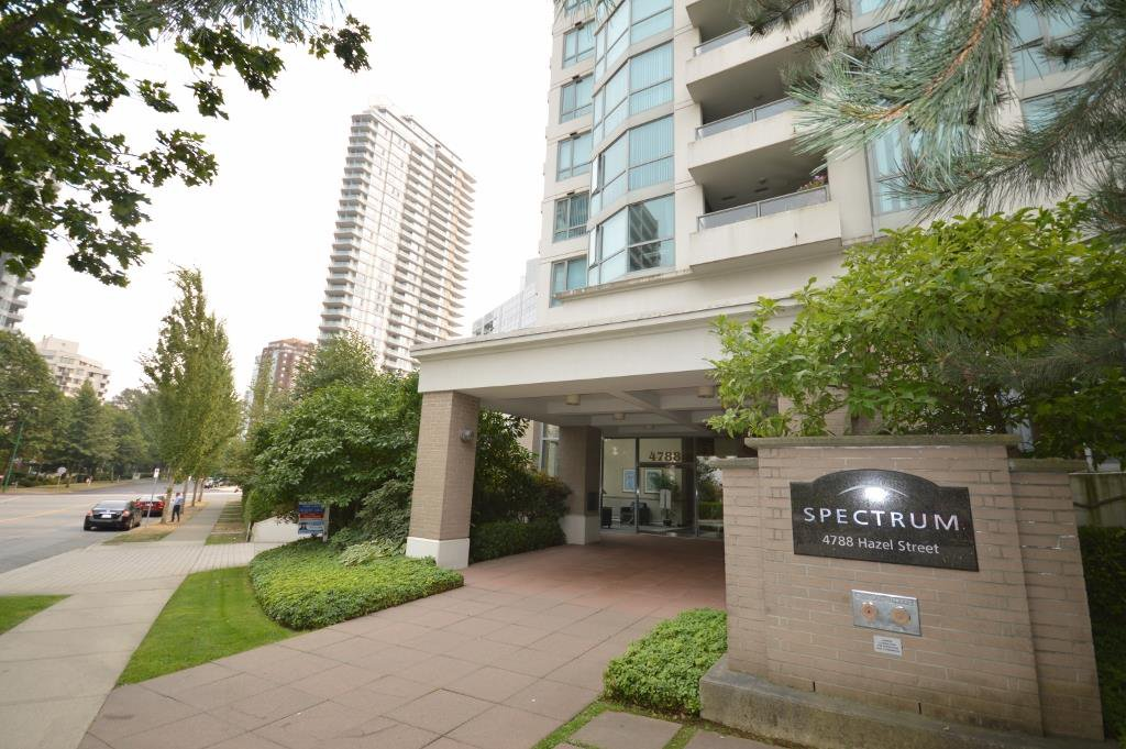 "Main Photo: 401 4788 HAZEL Street in Burnaby: Forest Glen BS Condo for sale in ""SPECTRUM"" (Burnaby South)  : MLS®# R2203620"
