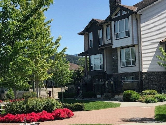 """Main Photo: 2 1261 MAIN Street in Squamish: Downtown SQ 1/2 Duplex for sale in """"SKYE"""" : MLS®# R2226107"""