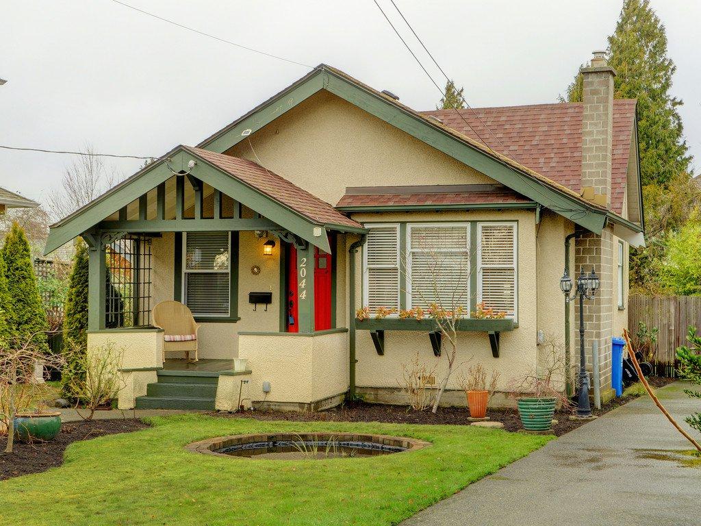 Main Photo: 2044 MILTON St in VICTORIA: OB North Oak Bay House for sale (Oak Bay)  : MLS®# 777437