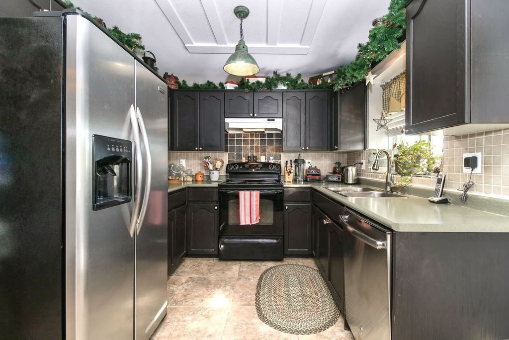 Photo 10: Photos: 22954 REID Avenue in Maple Ridge: East Central House for sale : MLS®# R2239408