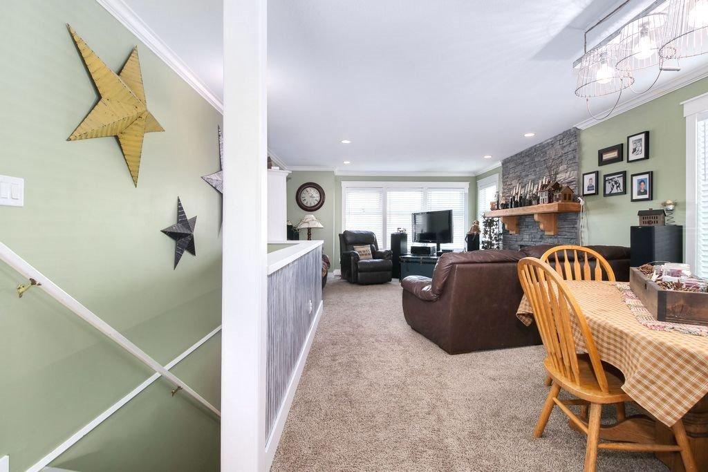 Photo 2: Photos: 22954 REID Avenue in Maple Ridge: East Central House for sale : MLS®# R2239408