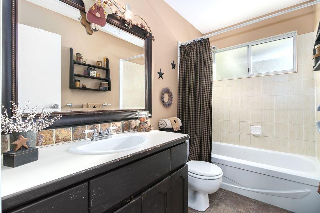 Photo 16: Photos: 22954 REID Avenue in Maple Ridge: East Central House for sale : MLS®# R2239408