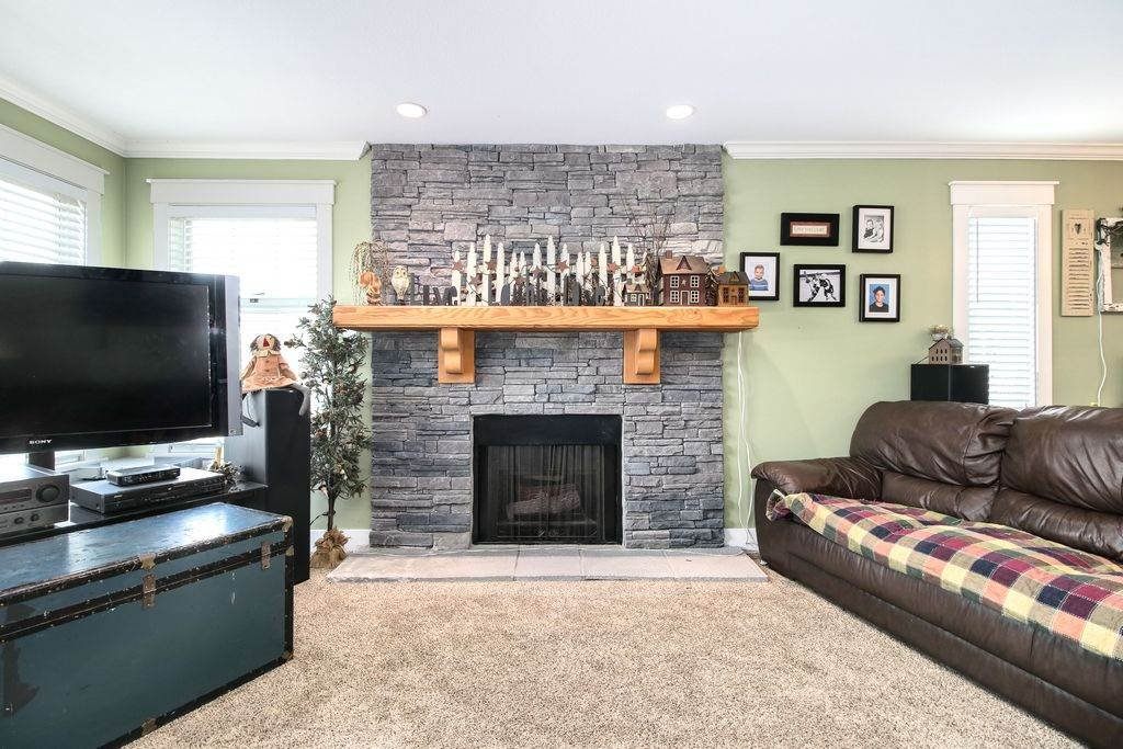 Photo 6: Photos: 22954 REID Avenue in Maple Ridge: East Central House for sale : MLS®# R2239408