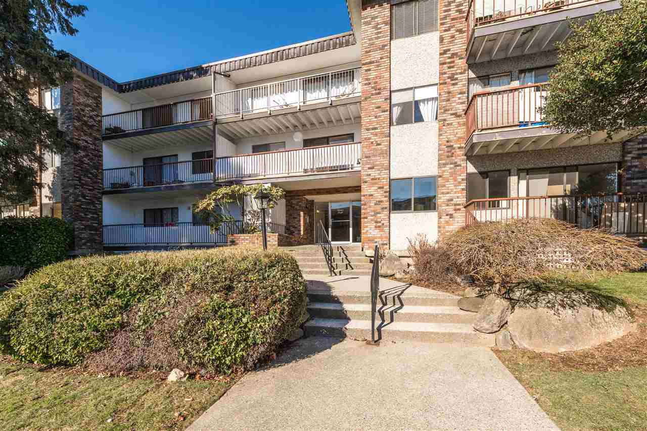 """Main Photo: 306 160 E 19TH Street in North Vancouver: Central Lonsdale Condo for sale in """"Chateau Pacific"""" : MLS®# R2343738"""