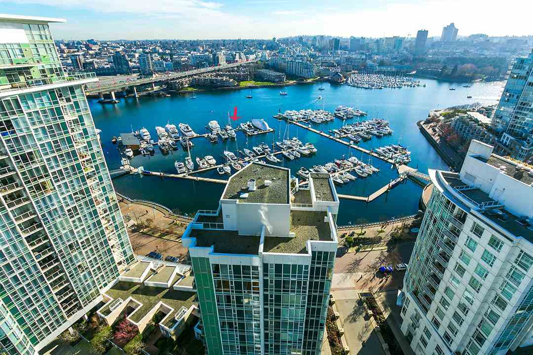 """Main Photo: C-7 1088 MARINASIDE Crescent in Vancouver: Yaletown Condo for sale in """"Quayside Marina"""" (Vancouver West)  : MLS®# R2385157"""