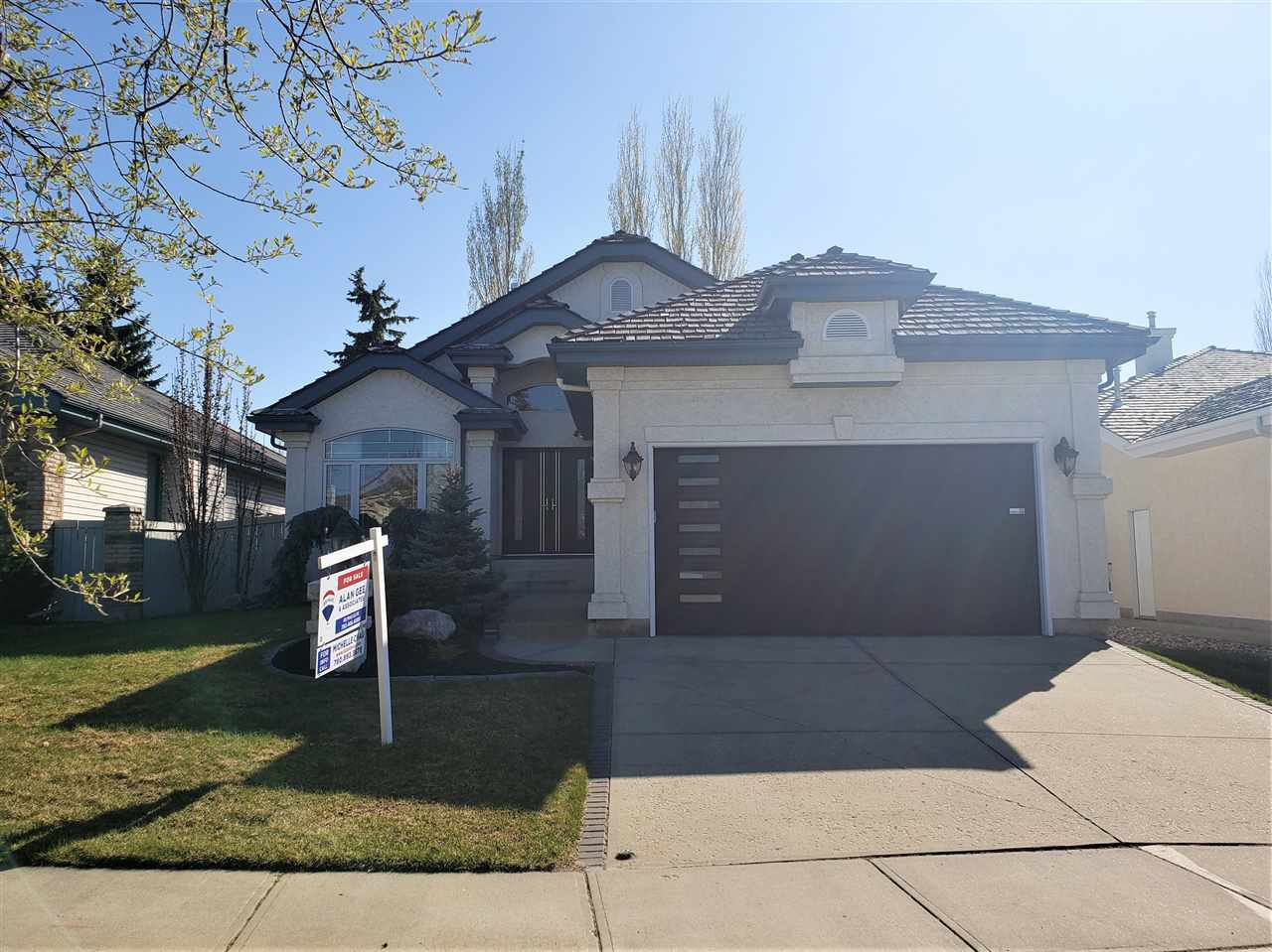 Main Photo: 205 CARMICHAEL Close in Edmonton: Zone 14 House for sale : MLS®# E4181834