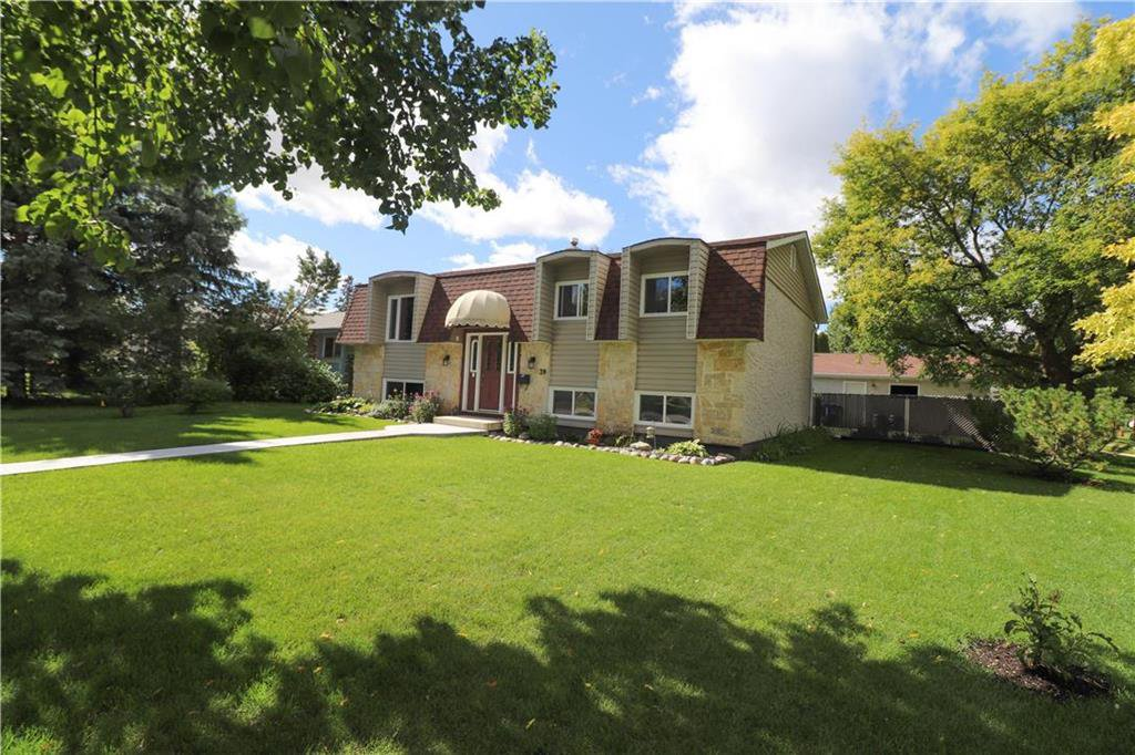 Main Photo: 39 Autumnlea Path in Winnipeg: North Kildonan Residential for sale (3G)  : MLS®# 202022357
