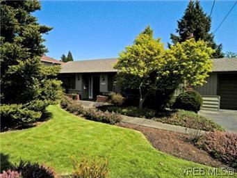 Main Photo: 4453 Casa Linda Dr in VICTORIA: SW Royal Oak House for sale (Saanich West)  : MLS®# 571417