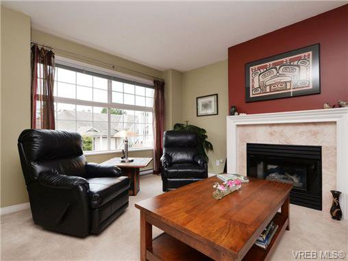Main Photo: 72 14 Erskine Lane in VICTORIA: VR Hospital Row/Townhouse for sale (View Royal)  : MLS®# 703903