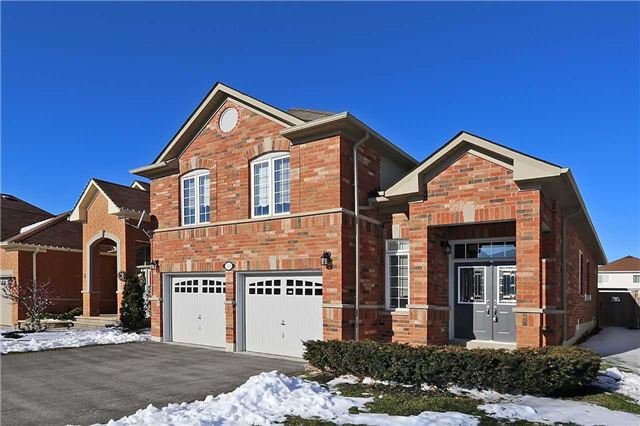 Main Photo: 110 Fencerow Drive in Whitby: Rolling Acres House (Bungaloft) for sale : MLS®# E3393211
