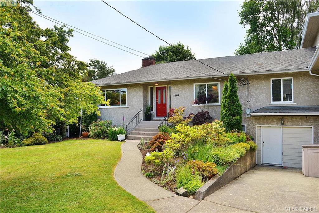 Main Photo: 2281 Edgelow St in VICTORIA: SE Arbutus Half Duplex for sale (Saanich East)  : MLS®# 762582